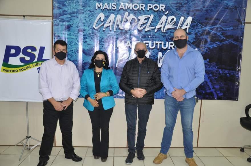 Dirigentes do PSL ao lado de Jussara Mainardi e de Odilo Bernardy (Foto: Jornal de Candelária)