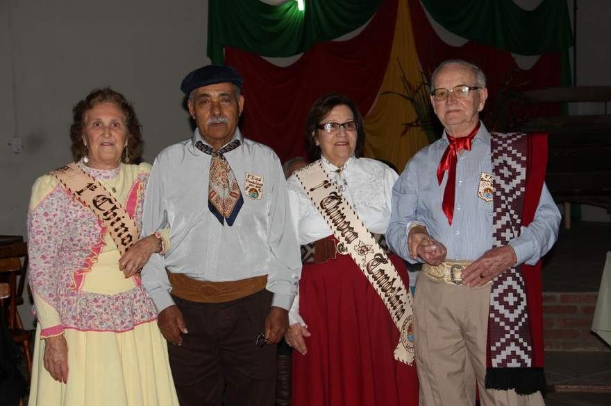 Otavina Lopes Soares e Valdomiro Oliveira Ferreira com Eloir Vidal Teixeira e Ivo dos Santos e Silva