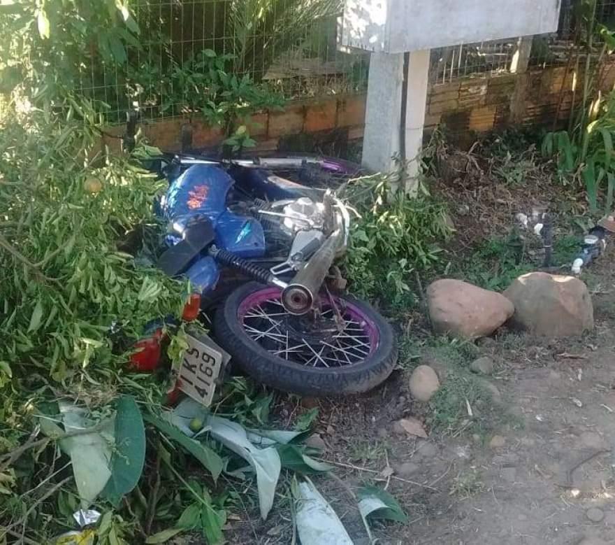 A moto usada pelos assaltantes foi abandonada na fuga