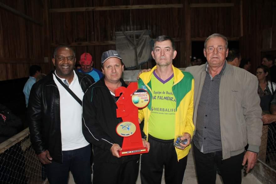 A premiação para representantes do Bar Palmeira, o terceiro lugar