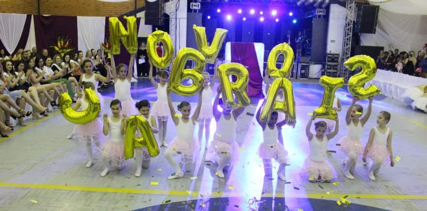 Grupo de balé é coordenado pela professora Gabriele Bredow