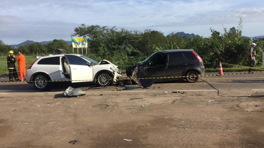 Volvo T5 e Fiesta colidiram frontalmente - Crédito: Diego Foppa / Folha de Candelária