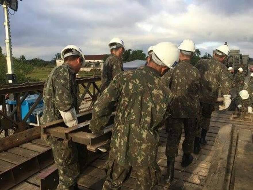 Cerca de 80 militares trabalham no local (Foto: Augusto Oberdiek)