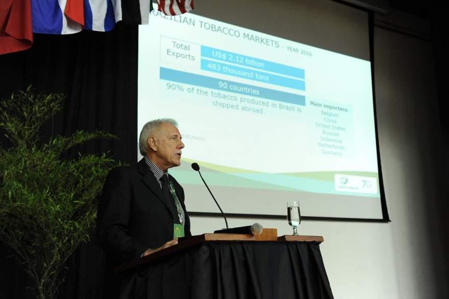 Presidente do Sinditabaco, candelariense Iro Schunke abriu o Agro Phyto 2017 - Fotos: Divulgação/ Sinditabaco