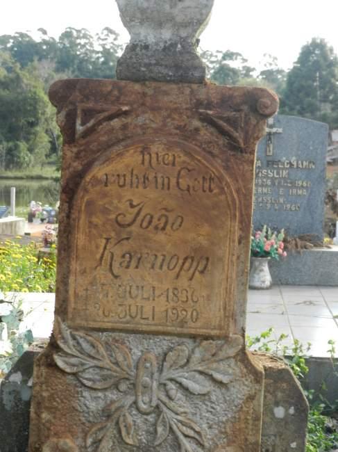 Sepultura de João Karnopp, Cemitério Evangélico de Linha Cereja, Arroio do Tigre (Crédito: Luciano Mallmann)