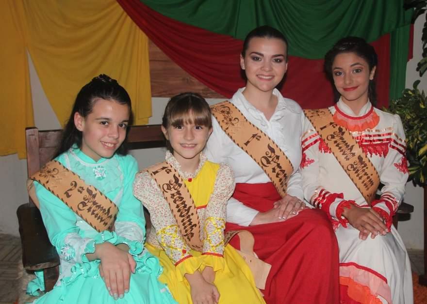 As prendas de 2015 , Lara da Silveira. Isabelle Cristine Lazzari ,Eduarda Zillmann ,Kamile Rodrigues de Moura