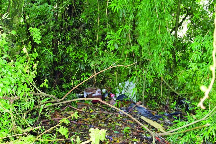 Crime ambiental: depósito de lixo é encontrado a poucos metros do ponto de coleta da Corsan