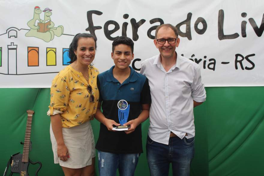 A premiação de Elias, campeão da categoria infantojuvenil