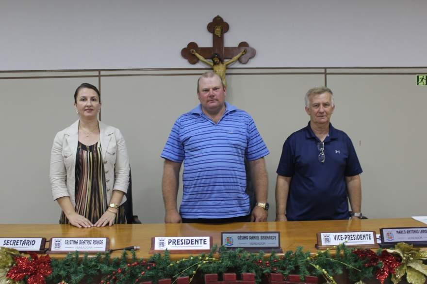A nova mesa diretora da Câmara para 2019 é composta por Cristina Rohde (Secretária), Gésimo Daniel Bernardy (presidente) e Marco Antonio Larger (v