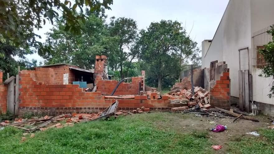 Casa ficou completamente destruída com o sinistro