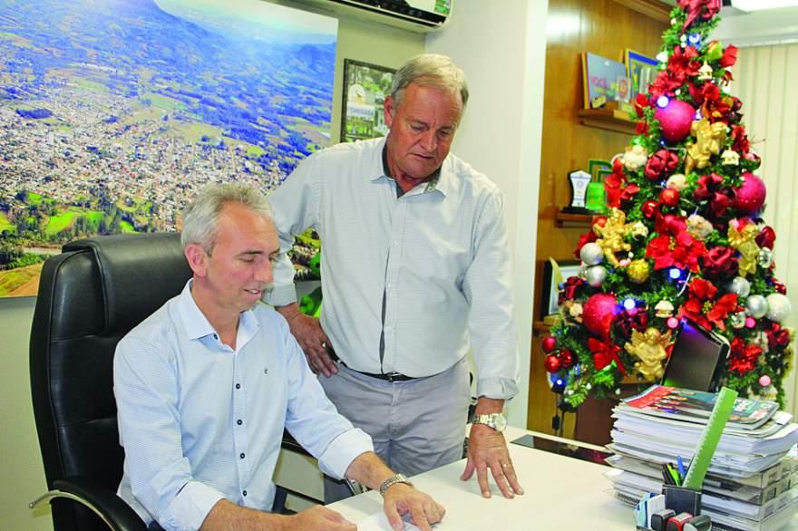 Prefeito Paulo, ao lado do vice Rim: indicadores demonstram desenvolvimento