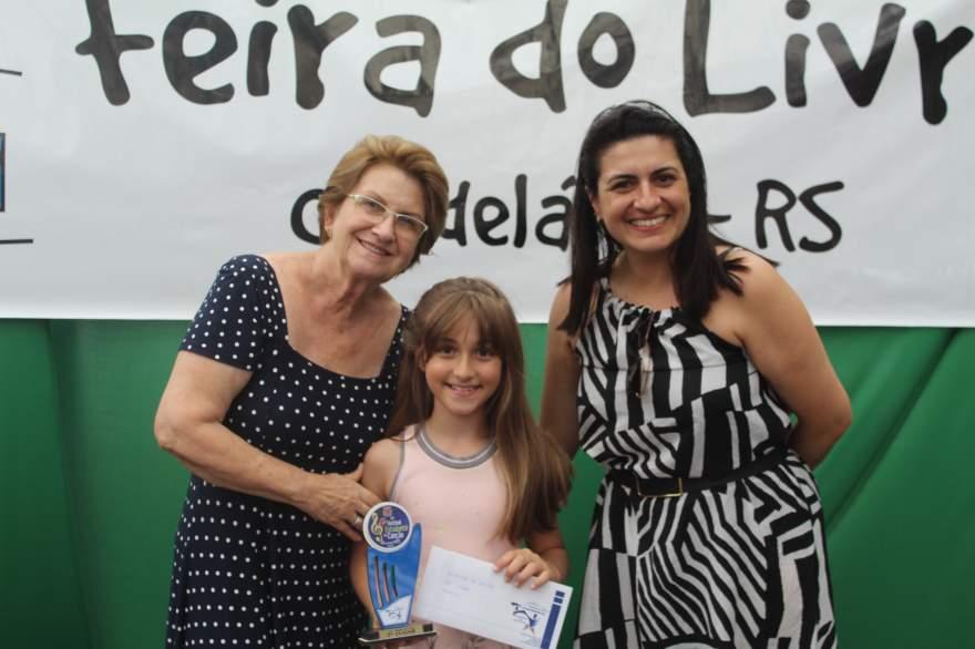 A premiação de Isabelle, segundo lugar categoria mirim