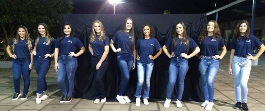 As candidatas perfiladas lado a lado: concurso movimentou as dependências do Medianeira na noite de sexta-feira