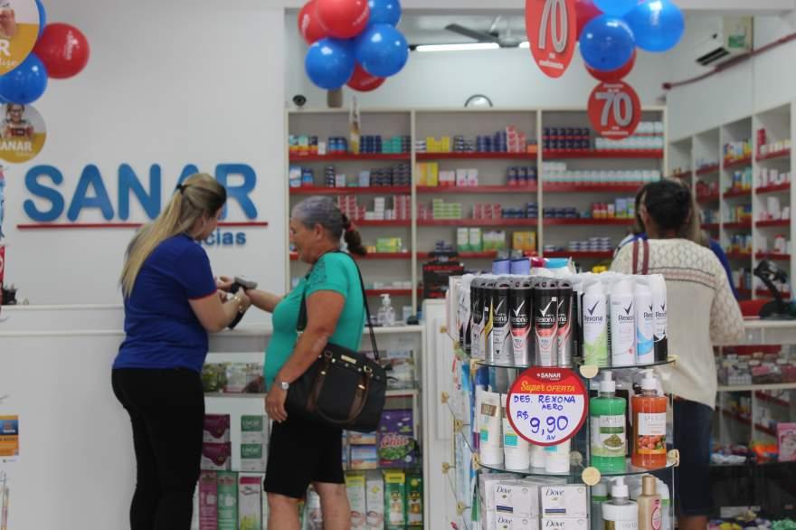 Atendimento com foco no cliente, um dos diferenciais da Sanar Farmácias