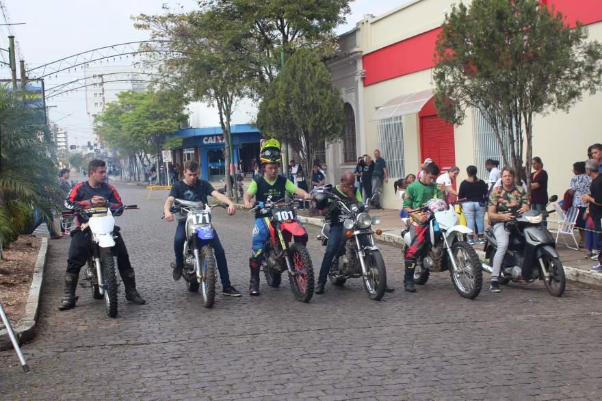 Grupo de motoqueiros prestou homenagem a Leandro Silva Camelinho e Joelson