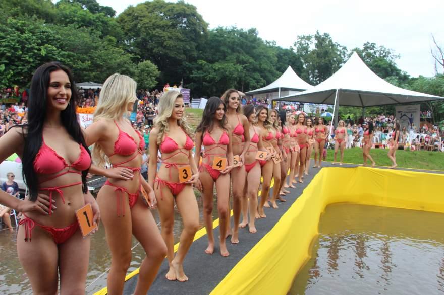 Desfile contou com a participação de 32 candidatas