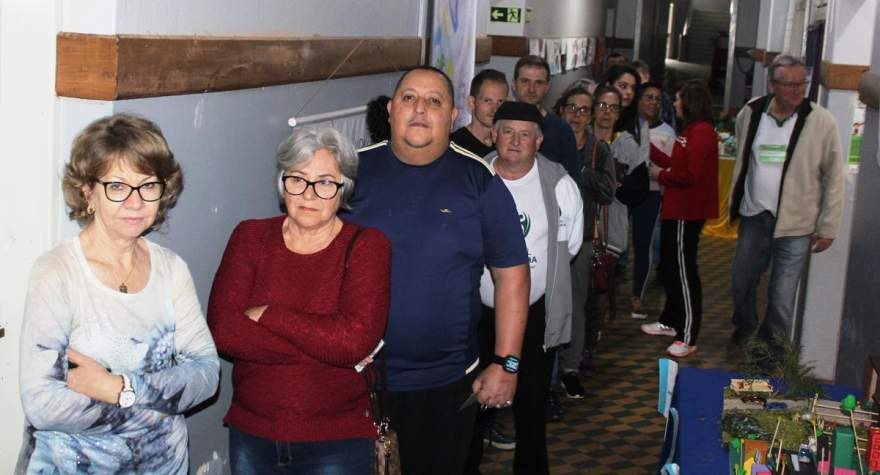 No Colégio Medianeira em alguns horários foram registradas filas de eleitores