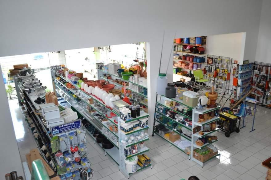 Nova loja está mais ampla e com variedades de mercadorias para os clientes