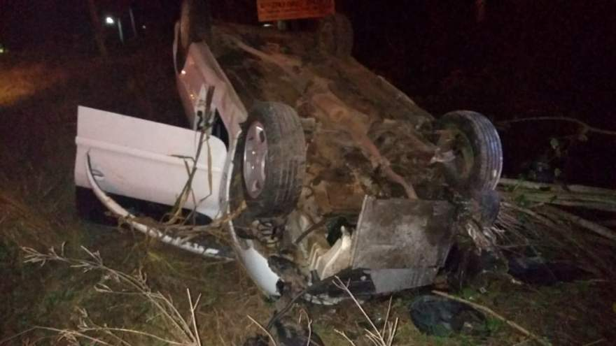 Veículo Peugeot que capotou na RSC 287, próximo ao trevo do Lawall