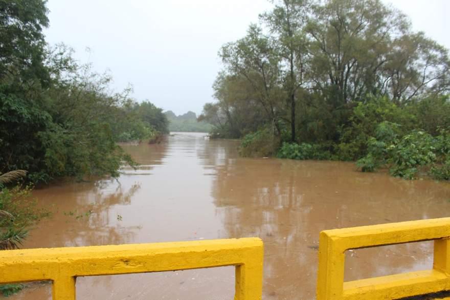 Imagem na direção do rio na segunda ponte no sentido centro/rua da Praia