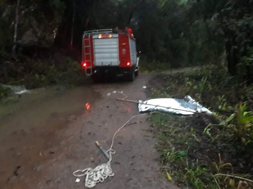 Bombeiros receberam denúncia de que havia um corpo boiando nas margens do Arroio Passa Sete (Crédito: Josué Rodrigues, bombeiro voluntário)