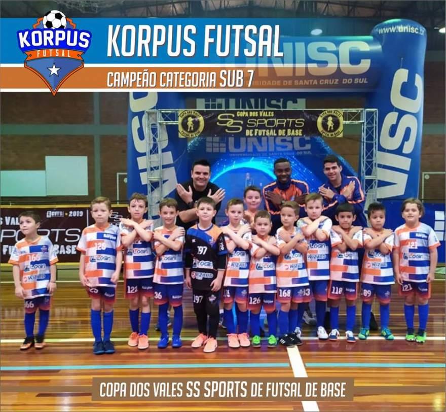 Equipe da Korpus Sub 07: campeã da Copa dos Vales