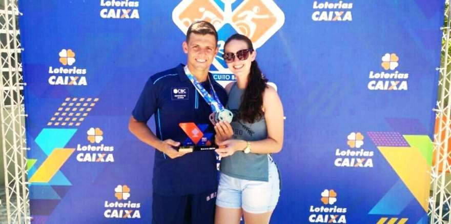 Nadador com a namorada, Natiele Nauderer