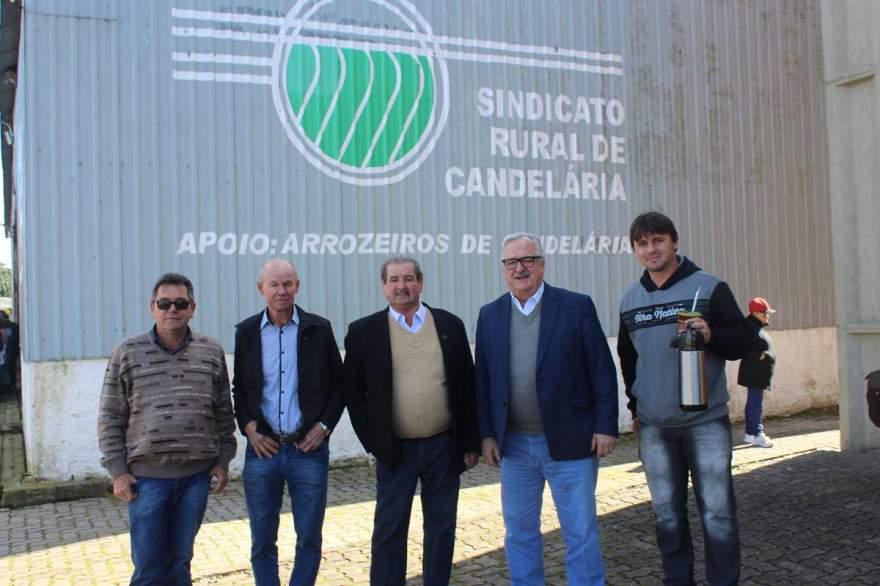 Secretário Estadual de Transportes, Pedro Westphalen (quarto da esquerda para a direita) participou de almoço