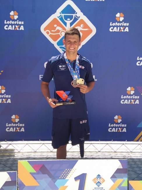 Mauricio Scota obteve três medalhas e o troféu de atleta destaque da competição