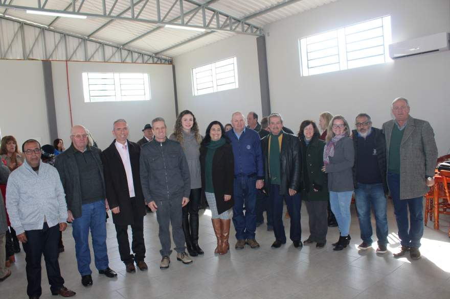 Conselho Municipal do Idoso que viabilizou projeto através do Fumica para aquisição de móveis para o centro de convivência