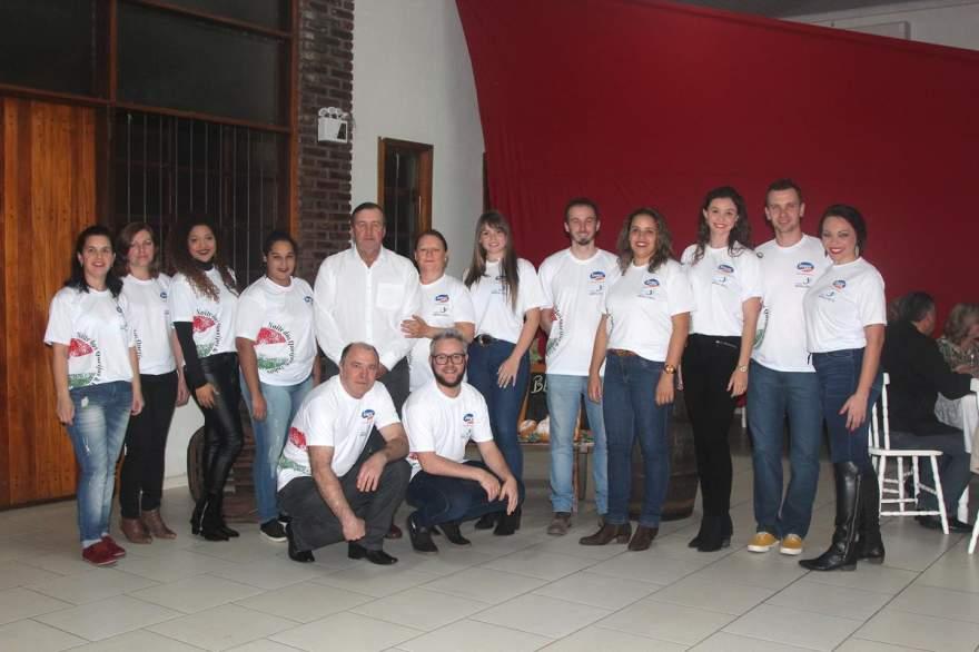 Os organizadores do evento em prol do Asilo Recanto da Vida (Fotos: Odete Jochims • Folha)