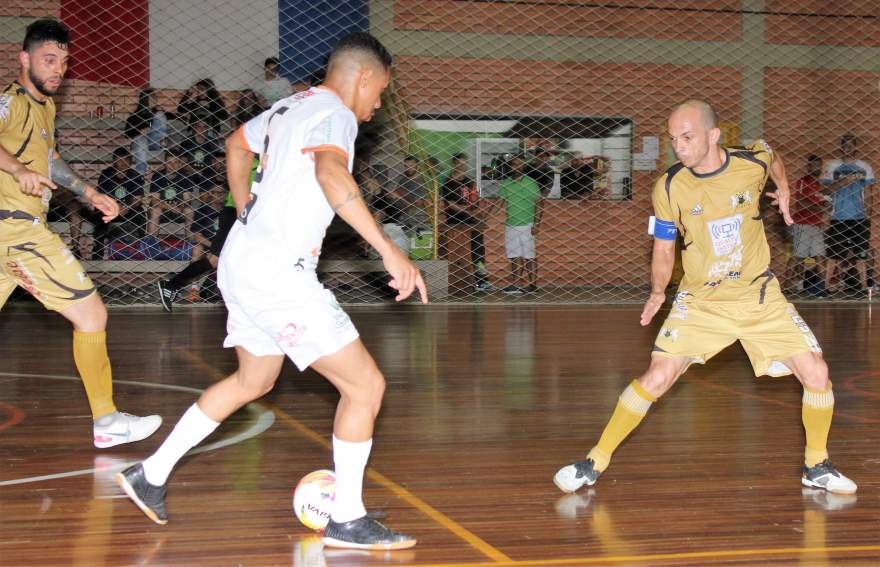 No último jogo da noite, a Semal venceu o Dynamo por 4 a 1