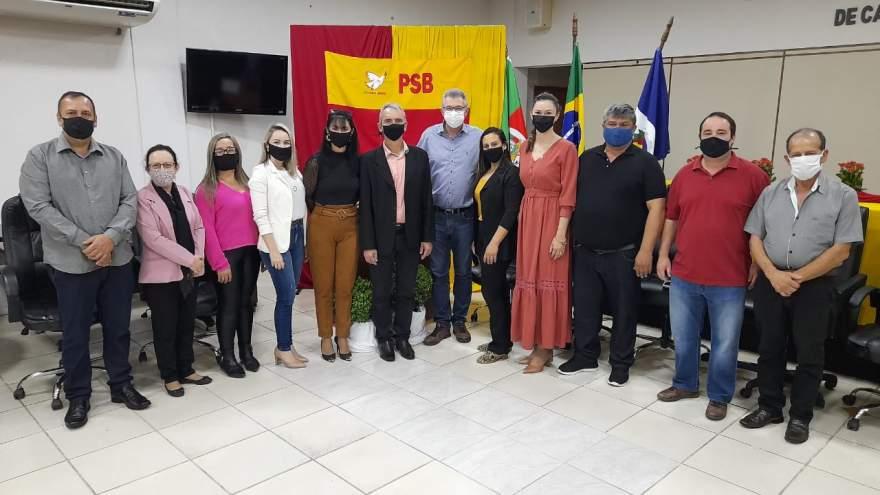 Novo presidente do PSB, ao lado do deputado Heitor Schuch e de lideranças do partido