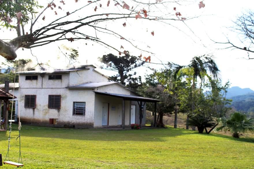 Entre as colinas do Alto Passa Sete, a cerca de 12 km do centro de Candelária, situa-se a Agroindústria Rodeio da Figueira