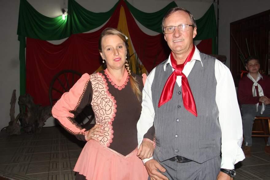 O casal patrão do CTG, Adriana e Rubem Rutsatz