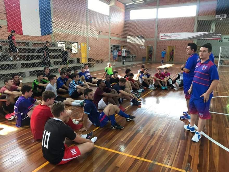 Comissão do Atlético avaliou atletas durante atividade - Fotos: Clube Atlético Candelariense / Divulgação