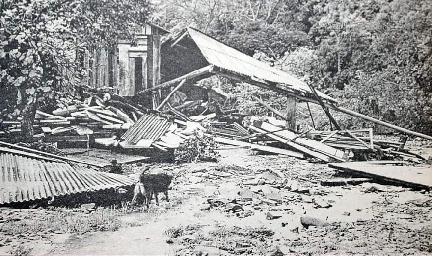 Cenário desolador: foto após a enchente mostra casa da família  totalmente destruída; volume de chuva em 40 minutos foi de cerca de 300 milímetro