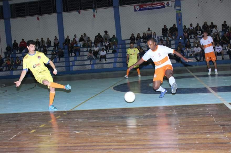 Villareal (amarelo) derrotou o Dynamo por 4 a 3