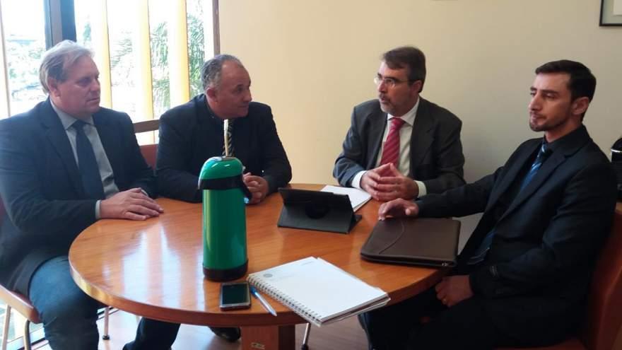Em visita à Brasília administradores cabraisenses confirmaram com Fontana (3º da esq. p/ à dir.) emenda de R$ 250 mil pra calçamento