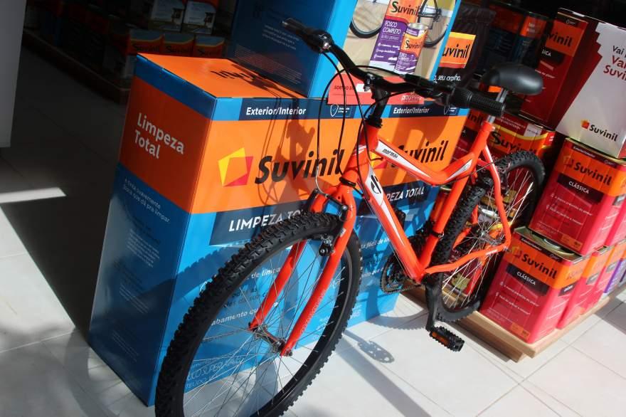 A cada R$ 50 na compra de tintas e materiais de pintura, o cliente recebe um cupom para concorrer ao sorteio de uma bicicleta Mormaii.