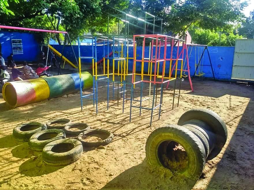 Praça revitalizada para crianças brincarem