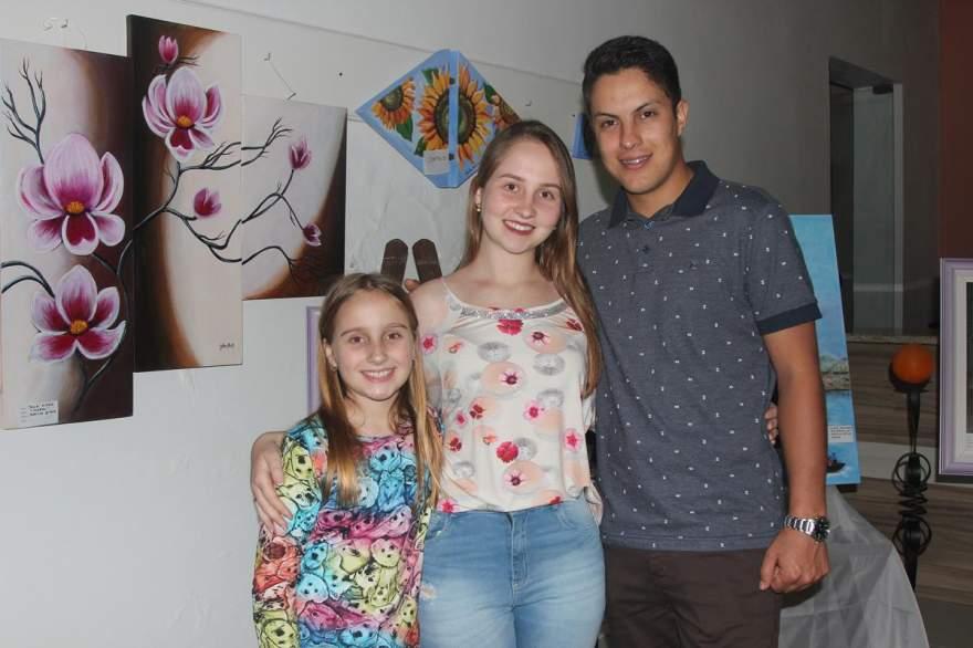 Caroline Hirsch, Julia Hirsch e Felipe de Oliveira