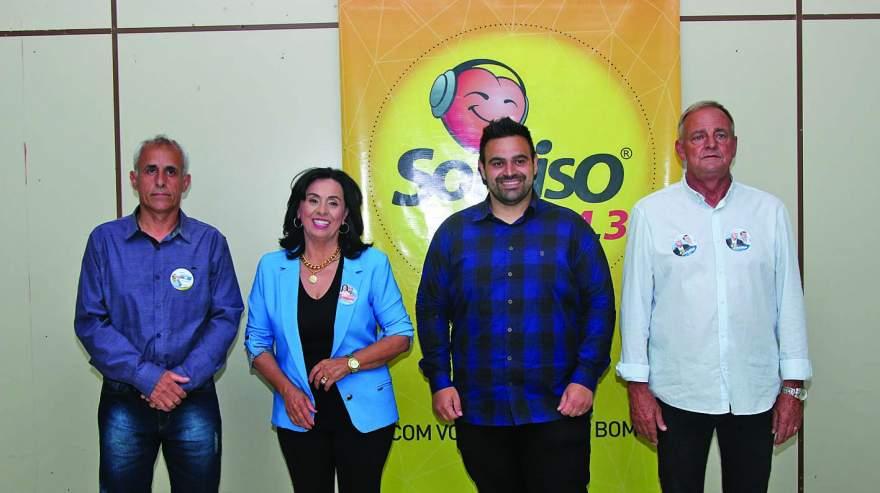 Tavares,Jussara, Ismael e Rim antes do início do debate promovido pela Rádio Sorriso