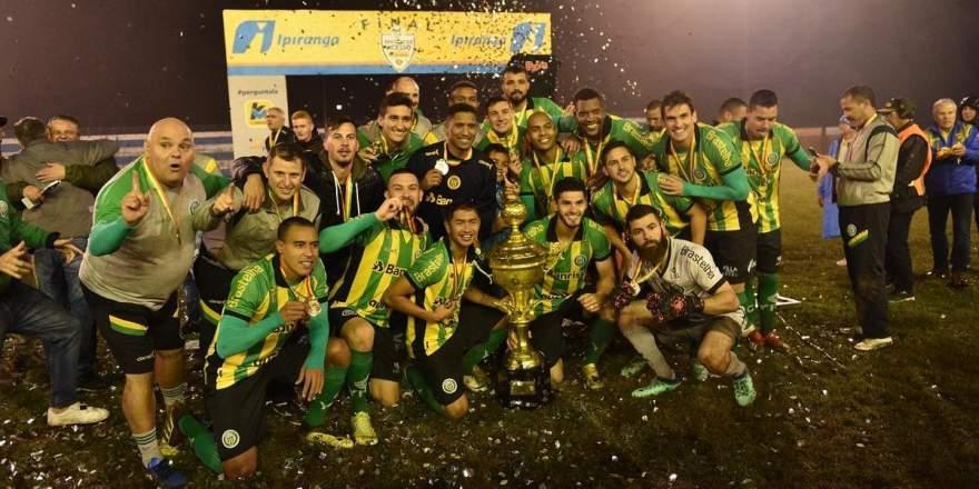 Jogadores do Ypiranga comemoram o penta na Divisão de Acesso