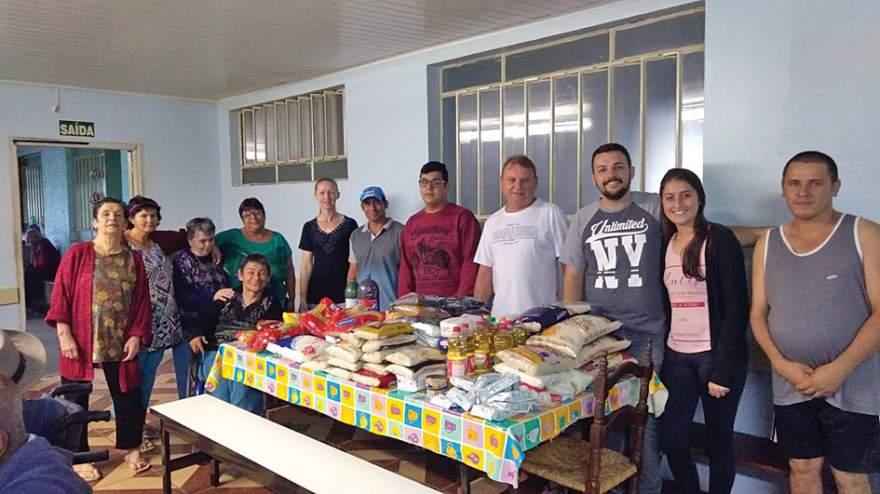Grupo promove galinhada beneficente ao Recanto da Vida