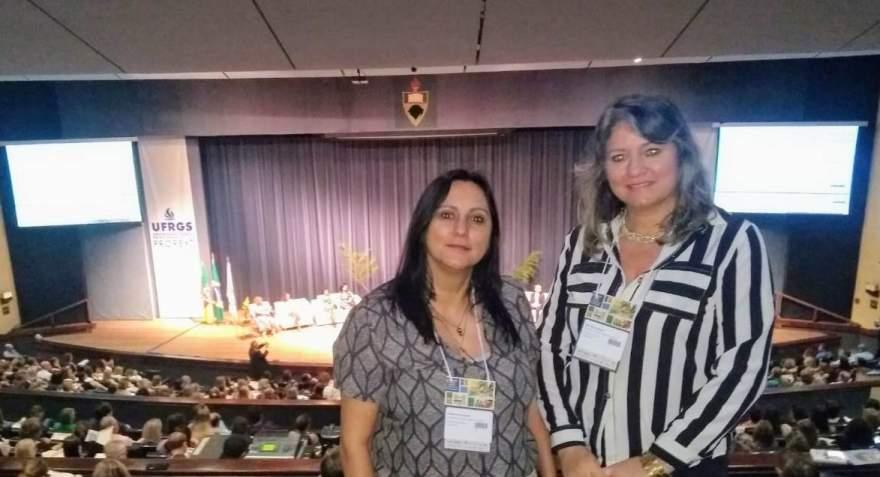 Deizelara e Esther no fórum realizado em Porto Alegre