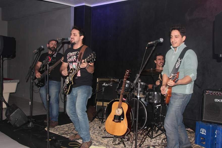 Banda Big Sur, de Porto Alegre, animou a inauguração e a noite