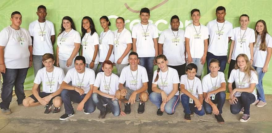Vinte jovens participantes foram contratados pelas empresas associadas ao Instituto, Philip Morris Brasil e Premium Tabacos do Brasil