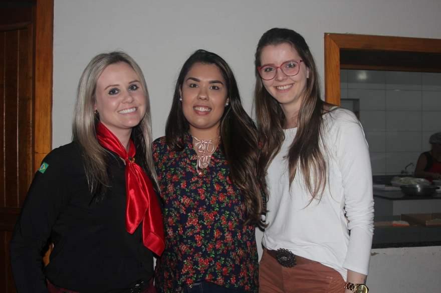 Graziane Lauer, Karolina Enick e Wanusa Steil
