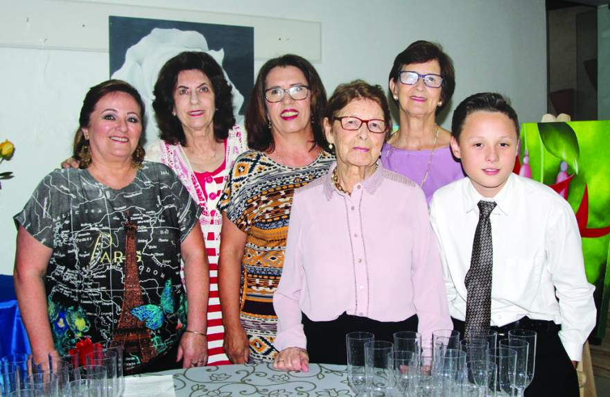 Brunilda Pereira e suas alunas